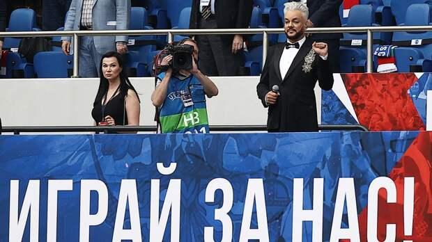 Тренер «Чеховских медведей» жестко раскритиковал Киркорова за визит в сборную: «Он взял и просто опустил футбол»
