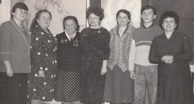 Изнурительная работа и танцы под гармошку: какими были труженицы послевоенных лет