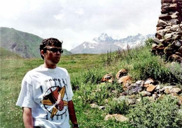 Сергей Бодров на съемках своего последнего фильма *Связной*. Северная Осетия, Кармадонское ущелье, 2002   Фото: doseng.org
