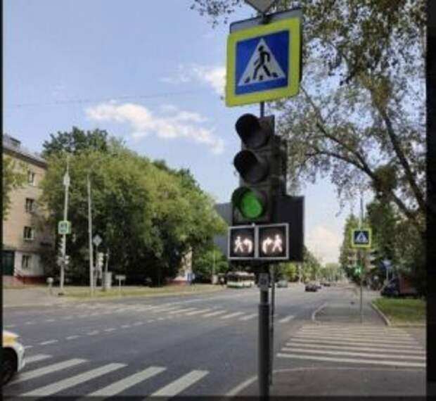 На Менжинского установлен светофор со смещенной фазой работы