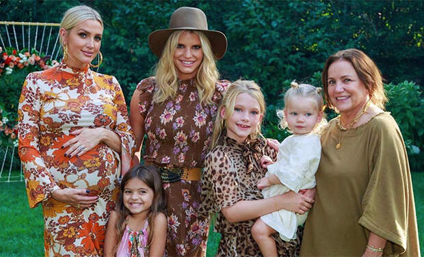 Эшли Симпсон провела вечеринку в честь будущего ребенка