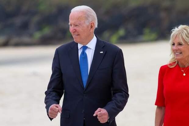 Американский лидер Джозеф Байден заблудился в ресторане в ходе проведения саммита G7