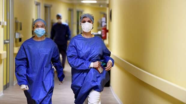 В США по полторы сотни тысяч заболевших каждый день