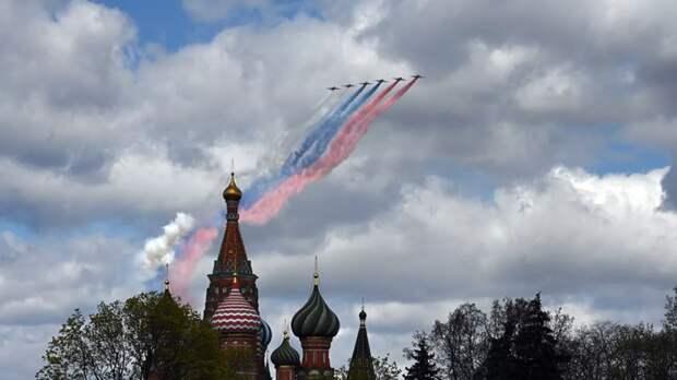 В Кремле не исключили влияния погоды на воздушную часть парада 9 мая