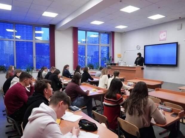 В России появится единый оклад для молодых учителей