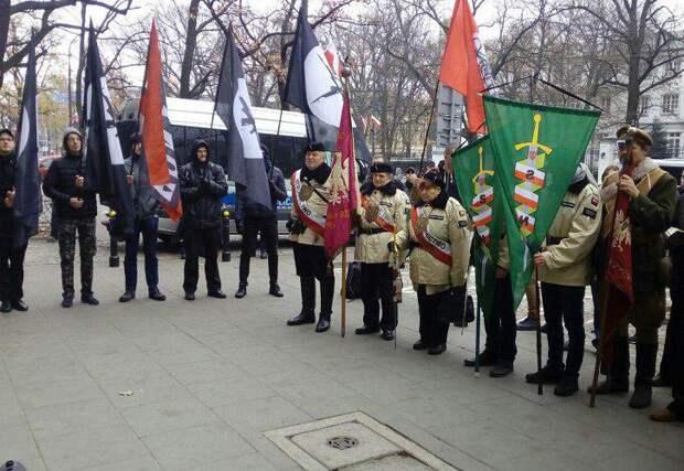 В Варшаве митингуют за раздел Украины между РФ, Польшей и Венгрией