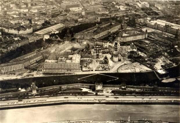 4 факта о том, как прятали Кремль от авиаударов во время войны