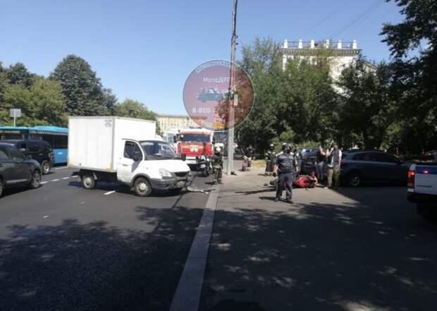 Мотоциклист столкнулся с Газелью на улице Сайкина