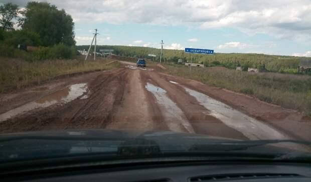 «Все тяп-ляп»: в Удмуртии дорогу в селе Шевырялово не могут отремонтировать