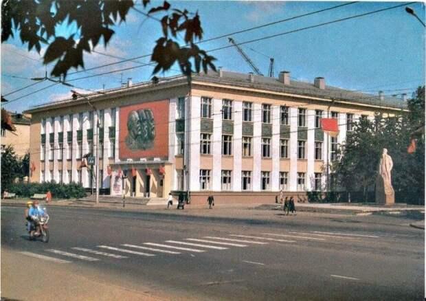 Плохо ли мы жили при Леониде Брежневе?