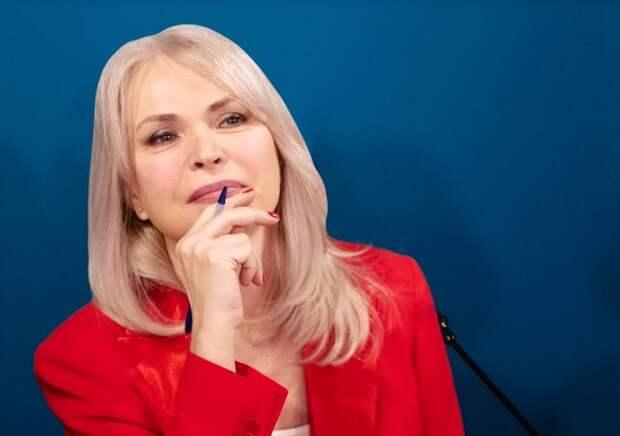 Депутат ГД Ирина Белых поблагодарила москвичей, поддержавших ее инициативу по созданию аллеи «Подвиг врачей»
