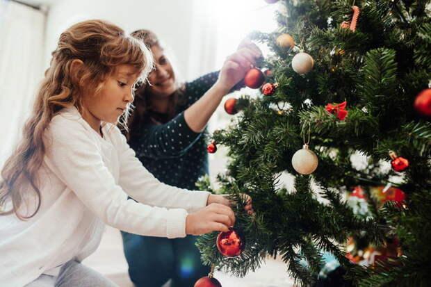 Психологи советуют наряжать елку не раньше 31 декабря