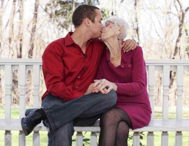 31-летний ловелас сделал 91-летнюю старушку своей любовницей ...