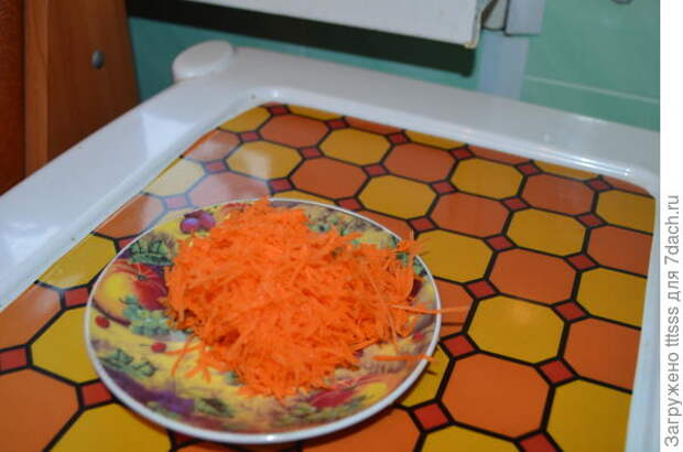 Добавляем тёртую морковь