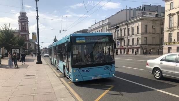 Петербургские перевозчики увеличат количество автобусов на Радоницу
