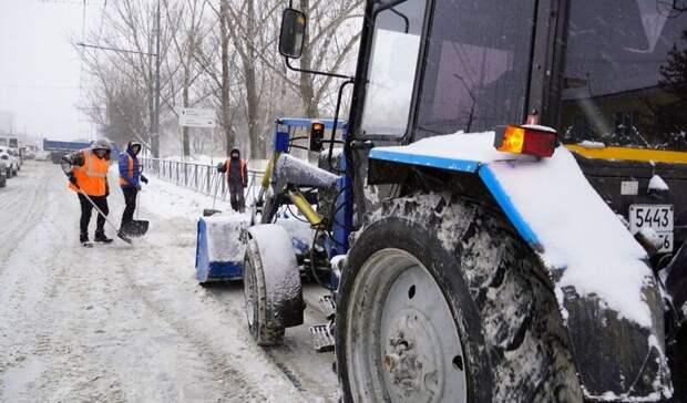За одни сутки с улиц Оренбурга вывезли более 10 000 куб. метров снега