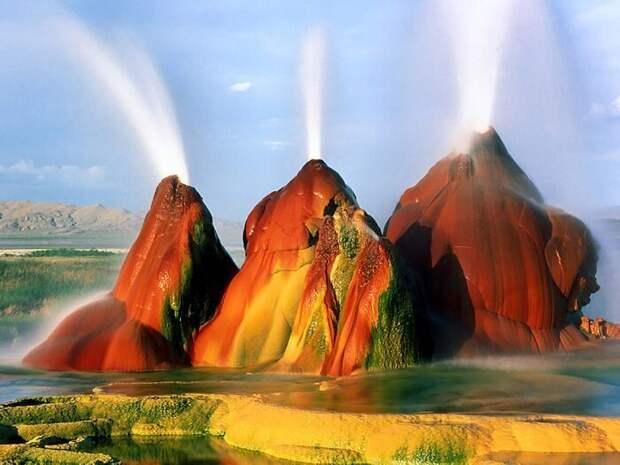 Гейзер Флай находится в засушливой пустыне-солончак Блэк-Рок американского штата Невада, США на высоте 1230 м над уровнем моря, в тридцати километрах от города Геррлах. завораживающе, земля, интересное, красота, пейзажи, природа, фотомир