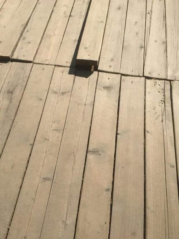 Жители своими силами починили деревянный настил к МЦД-2 «Курьяново»