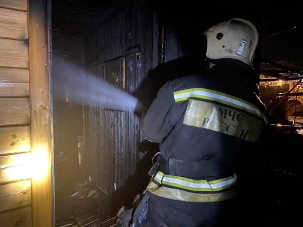 В Севастополе при пожаре в бане пострадал человек