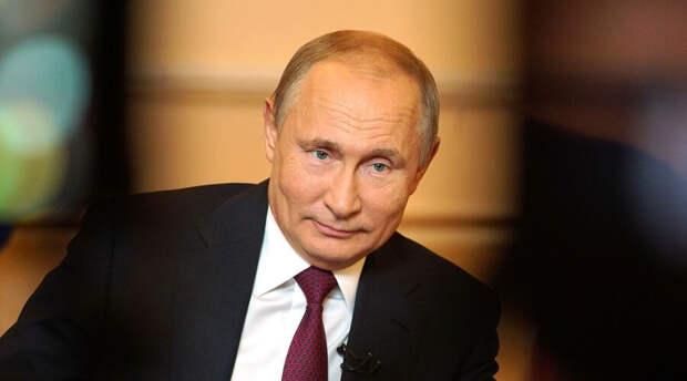 Почти не ездит в командировки и не выходит в свет: впервые за 17 лет график Путина изменился