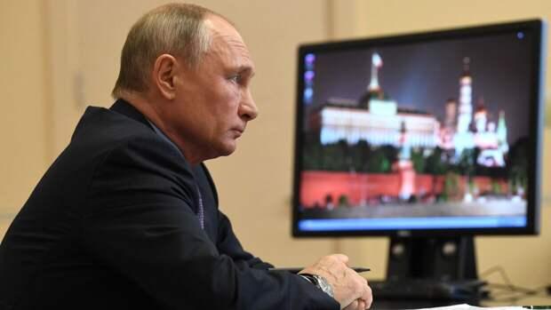 Путин почтил память жертв варварского преступления в Казани