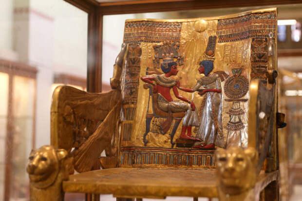 Золотой трон Тутанхамона.