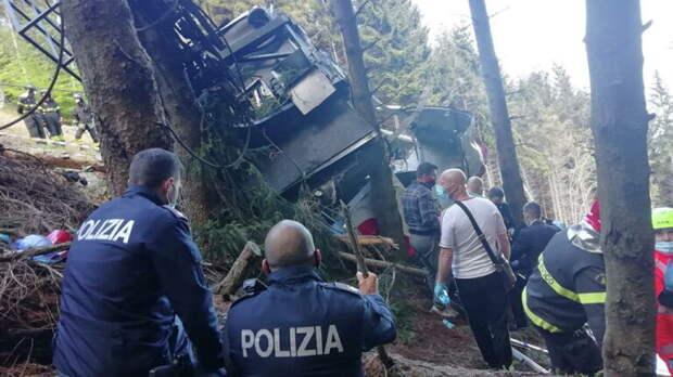 Число погибших при падении кабины фуникулера в Италии возросло до 13
