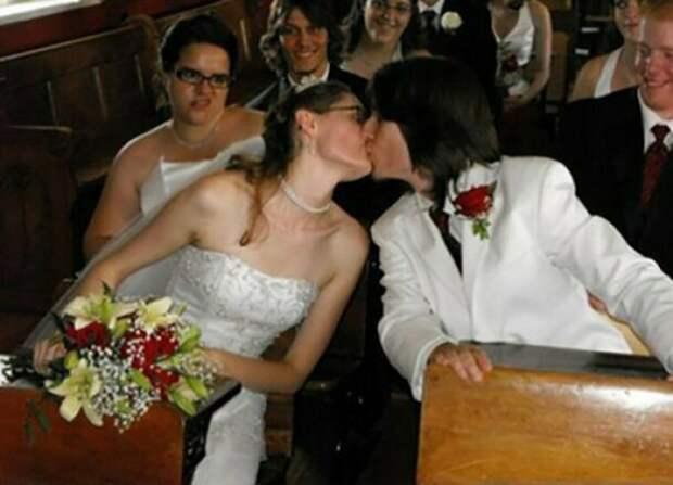 Кажется, подружка невесты знает что-то интересное и тайное друзья, прикол, случайность, смех да и только, фото, фотобомба, юмор