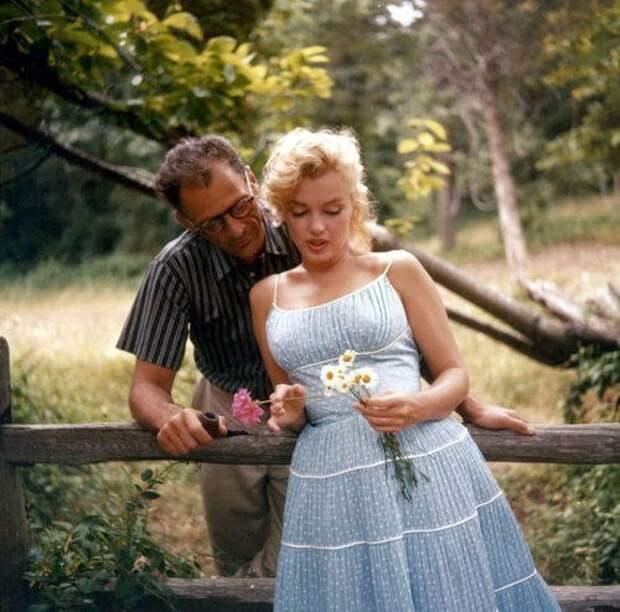 Мэрилин Монро и ее муж, драматург Артур Миллер, сентябрь 1957 г.
