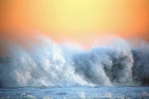 Два судна столкнулись у берегов Японии, три человека пропали