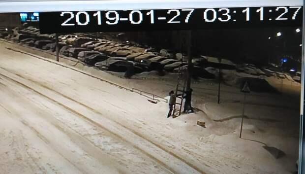 В Кузнечиках при помощи видеокамер нашли двух мужчин, сбивших дорожные знаки