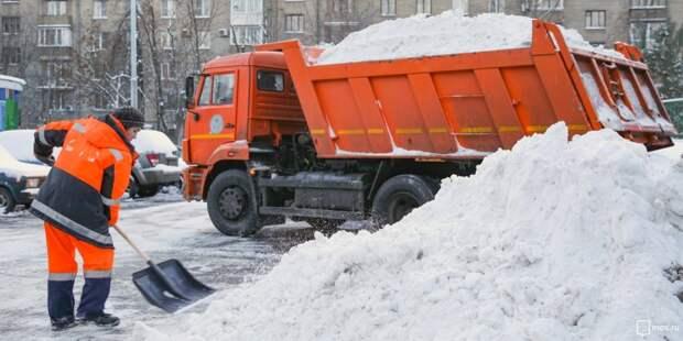 «Жилищник» устраняет последствия снегопада на Куусинена