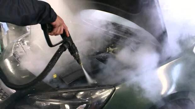 Российским водителям перечислили самые грубые ошибки при мойке двигателя авто