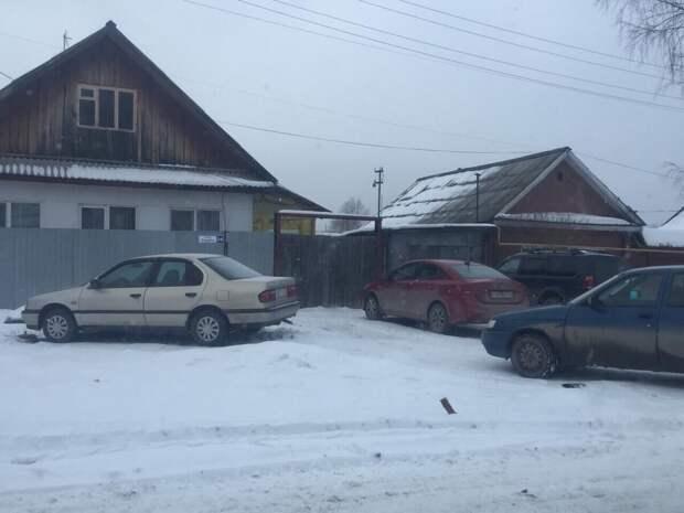 Мы единственные расчистили снег - теперь вся деревня паркует машины у нашего дома