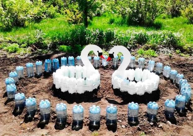 Отличный декор для сада из простых пластиковых бутылок