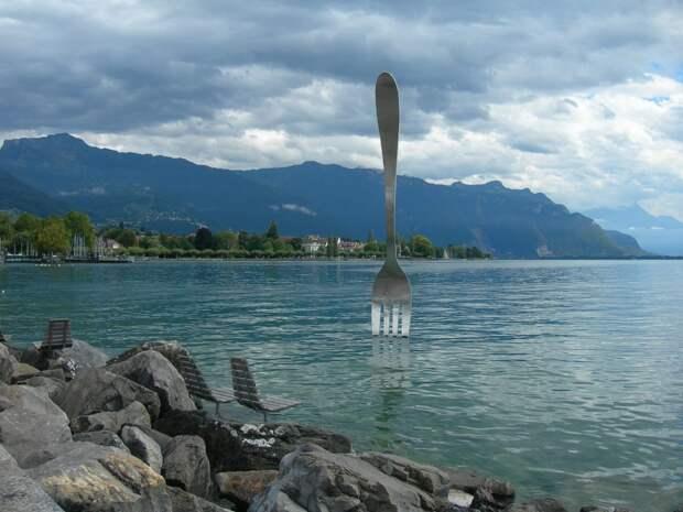 Жительница Лефортова увидела в Швейцарии памятник вилке