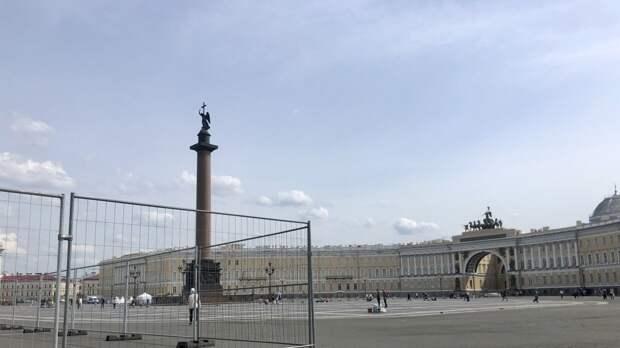 Дворцовую площадь в Петербурге начали готовить ко Дню города