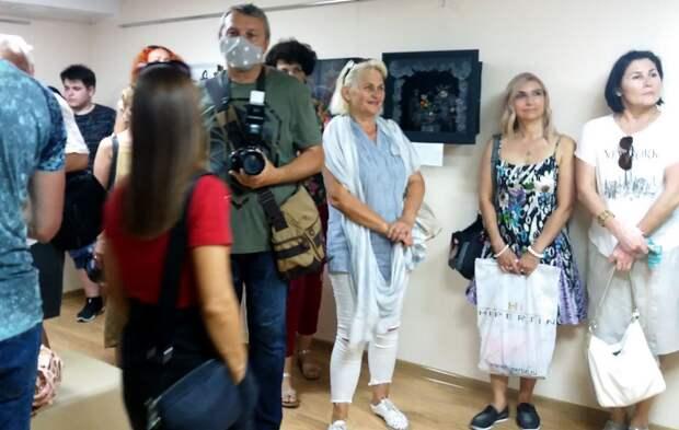 Открылась первая выставка художников театров Крыма