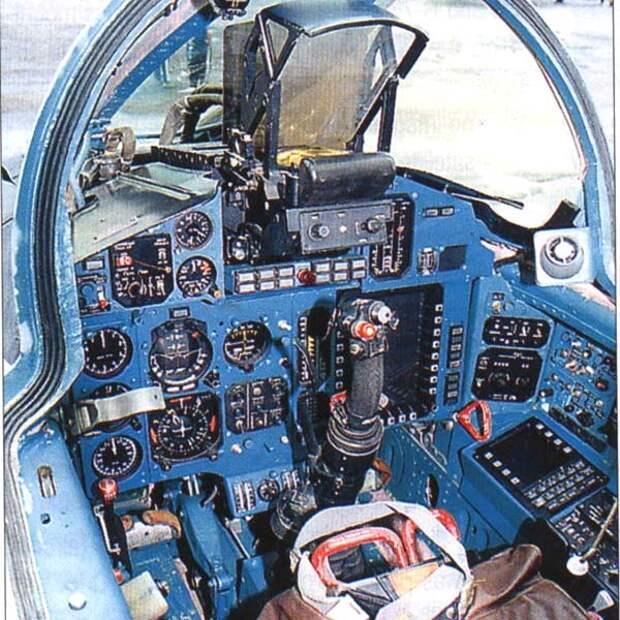 5.Кабина пилота МиГ-31.