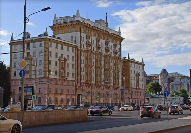 Посольство США вМоскве остановит выдачу виз для недипломатических поездок