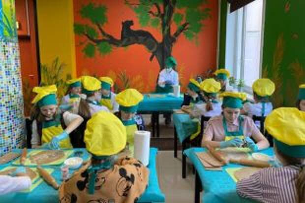 Подарок маме. Московские школьницы сделали имбирное печенье своими руками