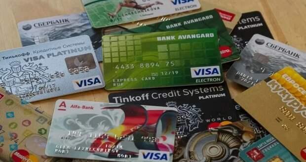 Сколько лучше иметь дебетовых (не кредитных) карт, одну или несколько?
