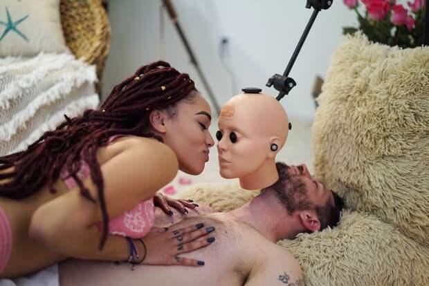 Секс с резиновой головой, или Как снимают современное VR-порно