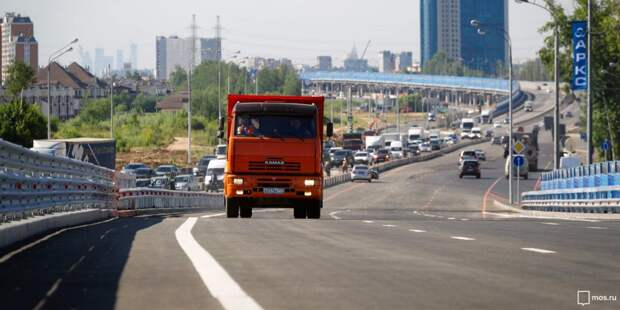 В Лосинке КАМАЗ задел пешехода