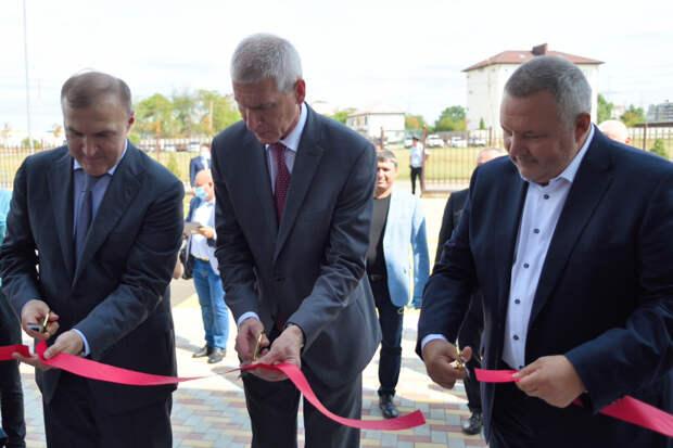 Олег Матыцин открыл первую в Адыгее ледовую арену
