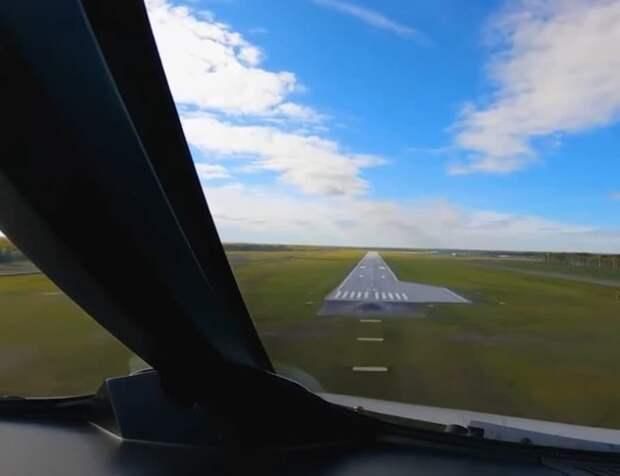 Тобольск принял первый в истории пассажирский рейс. Смотрите видео прямиком из кабины пилота