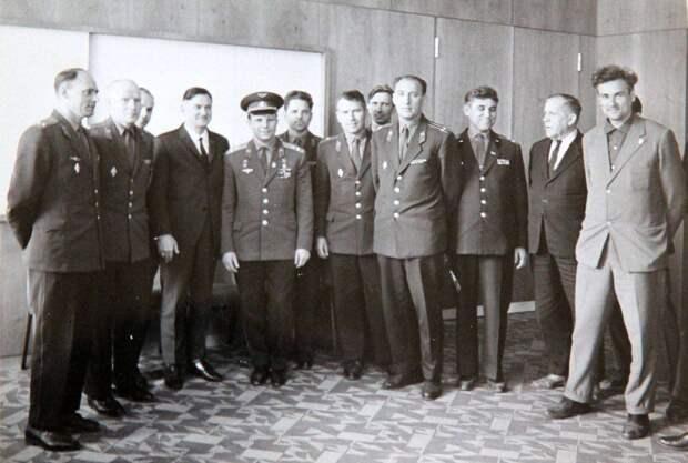 юрий гагарин, первый космонавт, завод антонов
