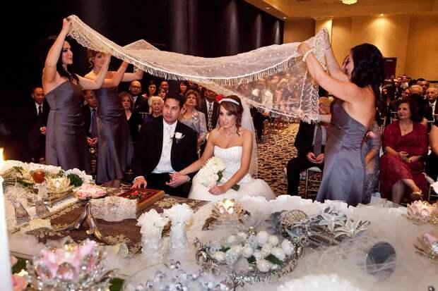 «Нужна стройная, белая, городская»: как сегодня выбирают невест в Таджикистане