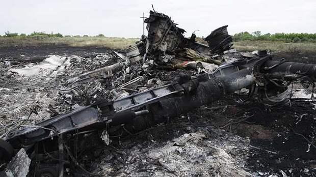 Обломки малазийского самолёта на Донбассе.
