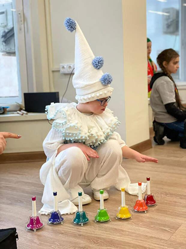 Эвелина Бледанс готовит сына Семена к дебюту на театральной сцене